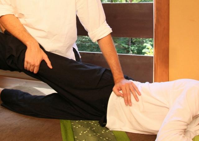 別当町で整骨院をお探しの方は、腰痛や関節痛など体の不調から骨盤矯正まで対応する美健整骨院へ